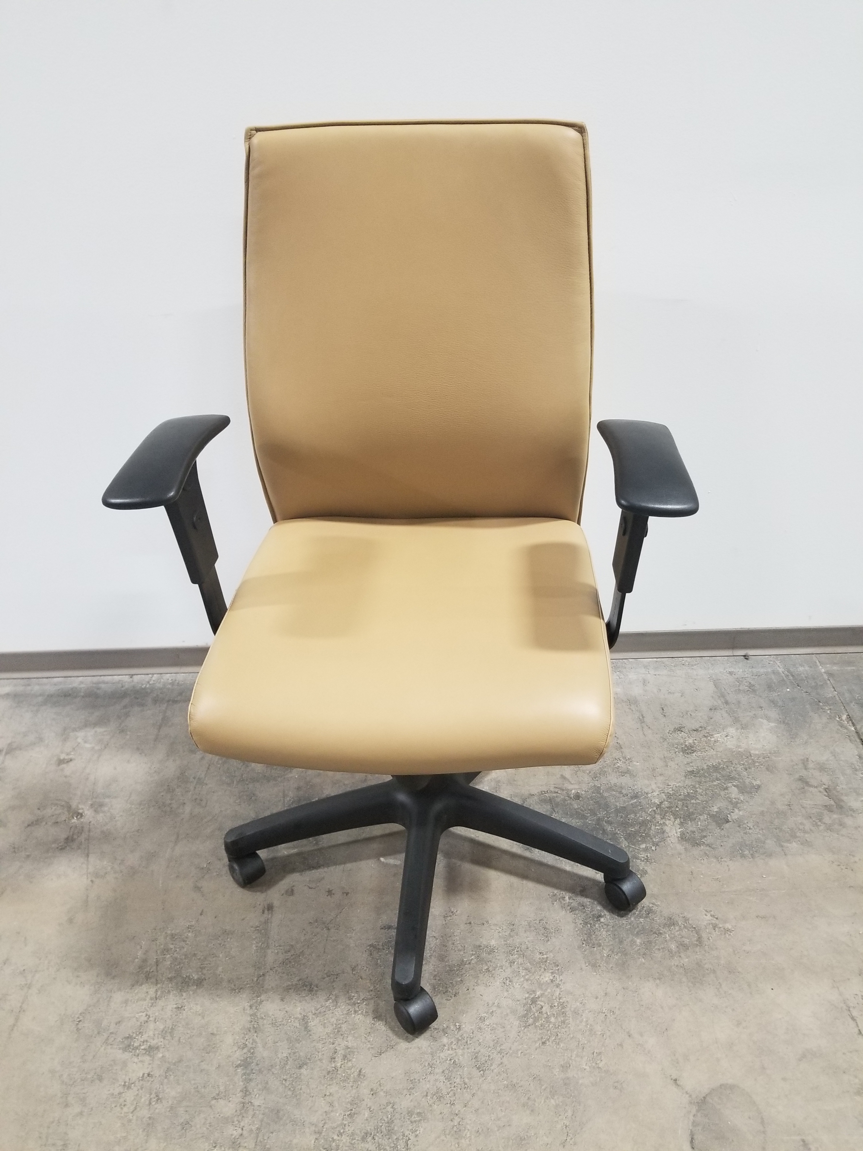 Compel Office Task Chair In Beige Leather