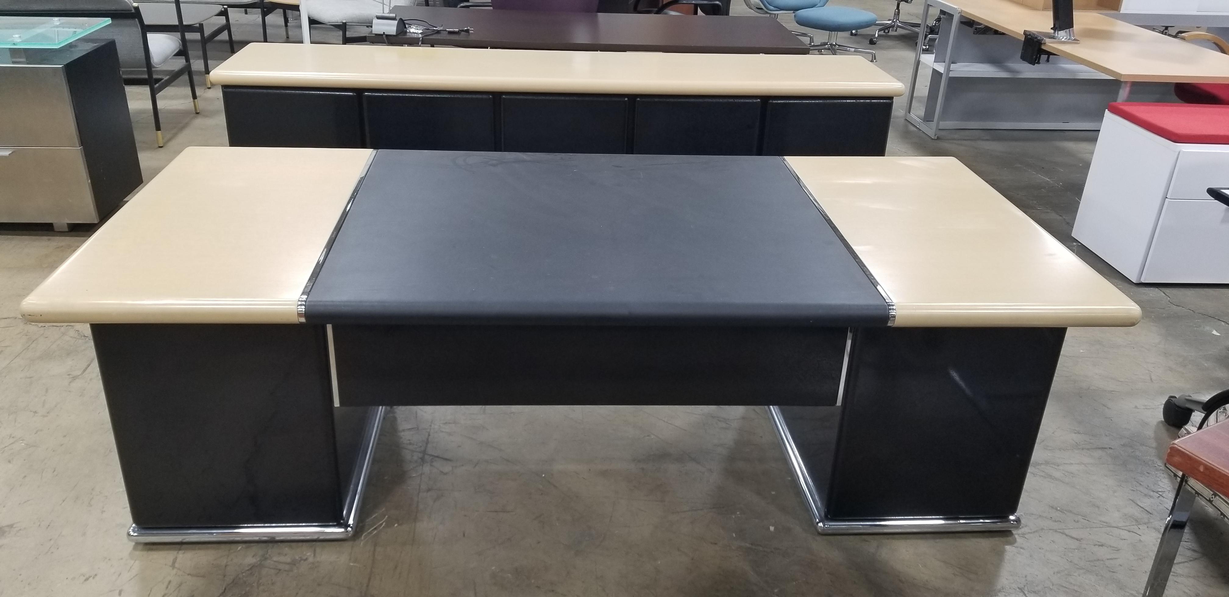 1980s Mid Century Modern Nienkamper Executive Desk